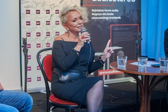 """Małgorzata Ostrowska z płytą """"Na świecie nie ma pustych miejsc"""" w ramach """"Piątk"""
